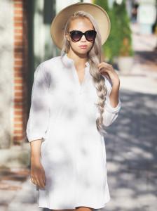 White linen dress and sunhat