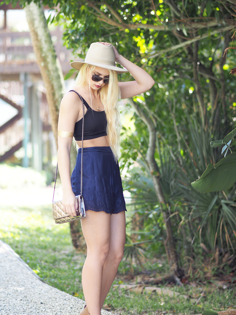 Black and navy spring style